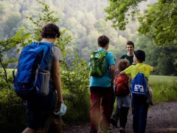 Kinder bei den Waldjugendspielen