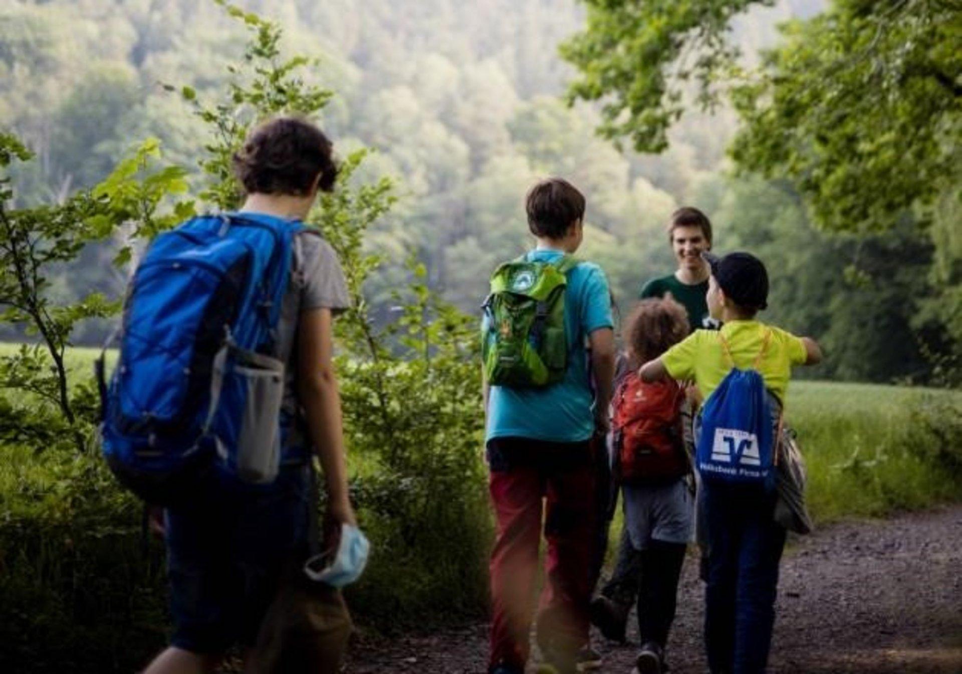 Kinder bei Waldjugendspielen (Foto Thabea Mundt)