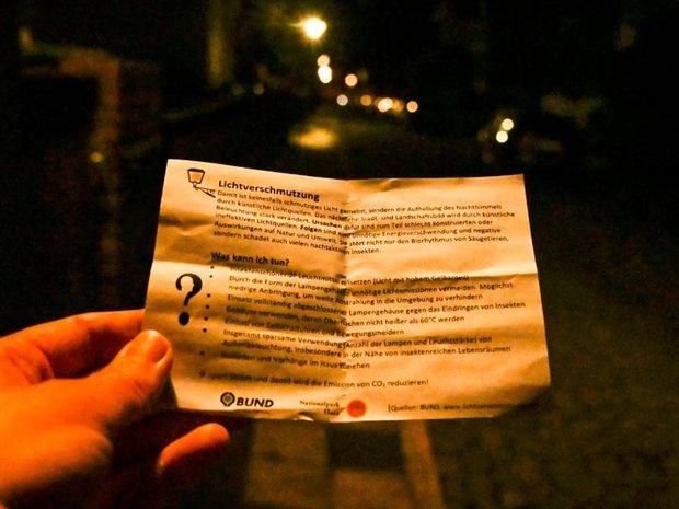 Ein Foto bei Nacht, auf dem das Thema Lichtverschmutzung deutlich wird: Es ist nicht wirklich dunkel.