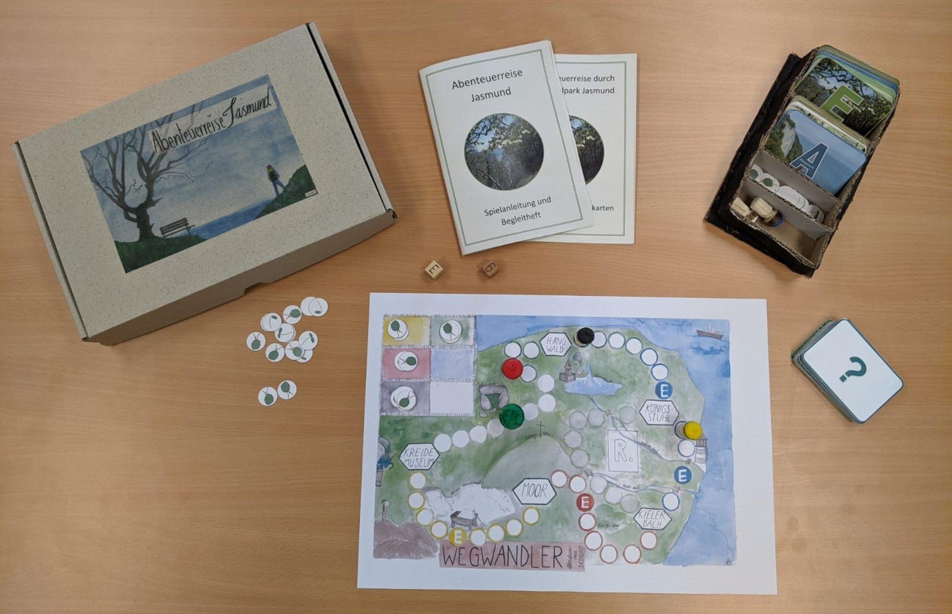 Würfel-Brettspiel mit Anleitung und Spielkarten